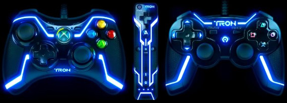 TRON Wired Controller for Collector's Edition - XBox 360 (left), WII (center), PS3 (right)